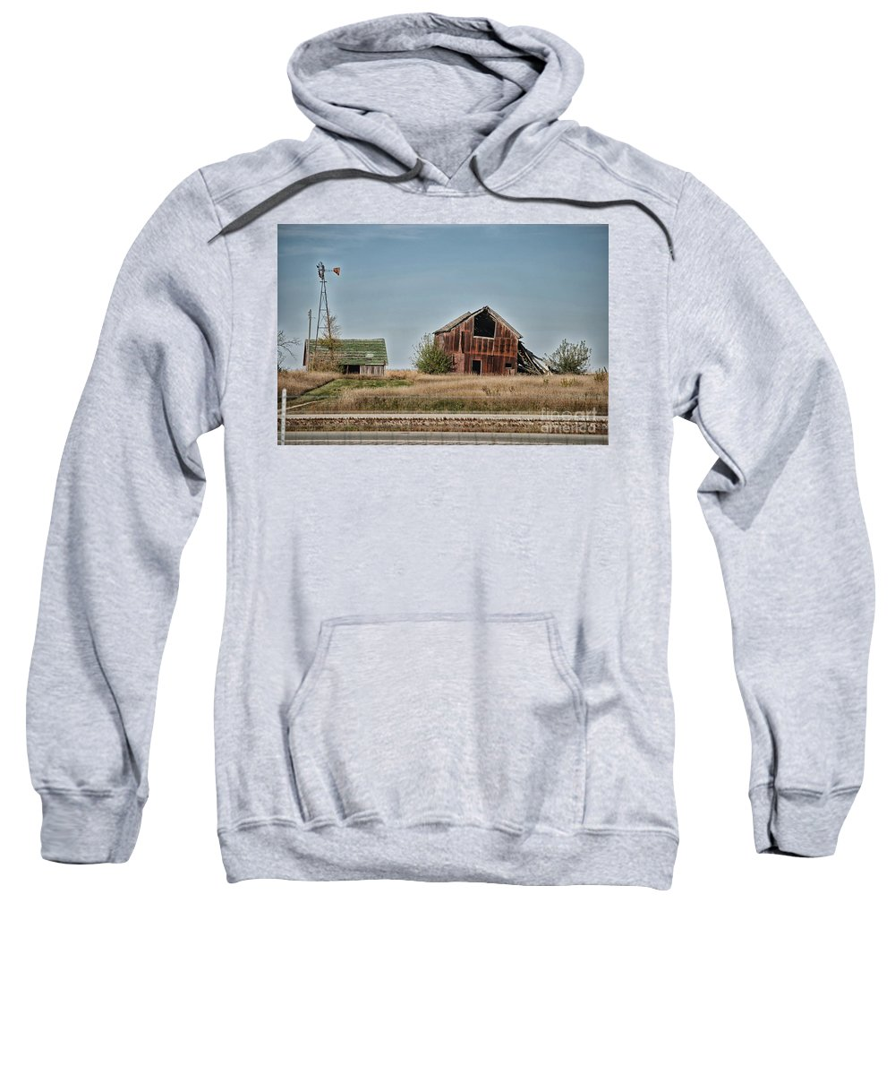 Decaying Farm Sweatshirt featuring the photograph Better Days Central Il by Thomas Woolworth