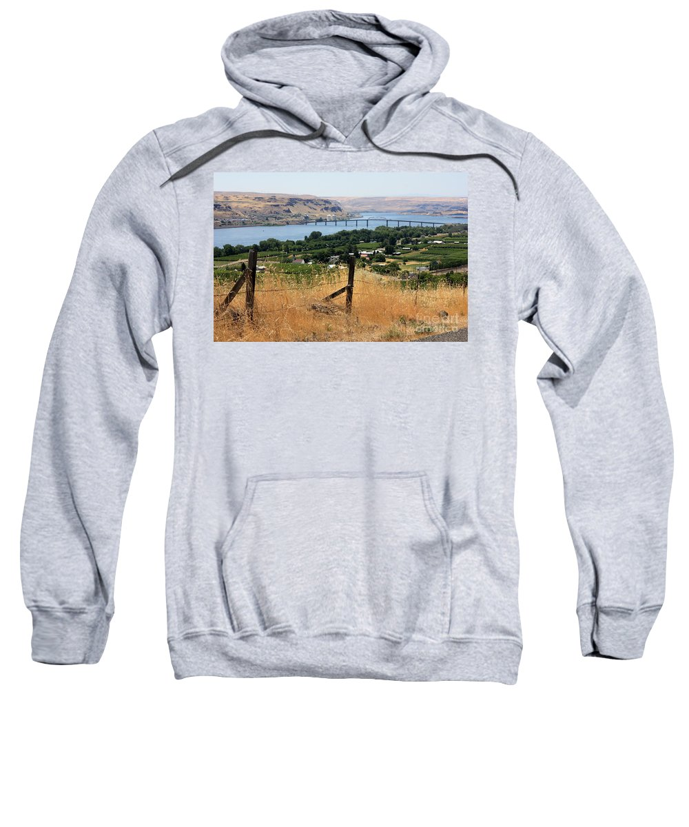 River Sweatshirt featuring the photograph Columbia River - Biggs And Maryhill State Park by Carol Groenen