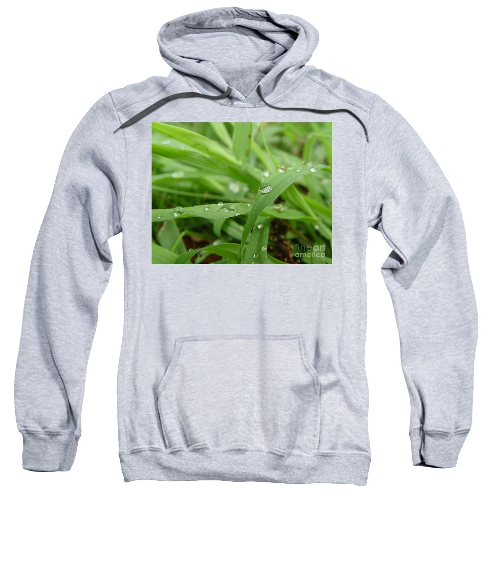 Water Droplet Sweatshirt featuring the photograph Droplets 02 by Peter Piatt