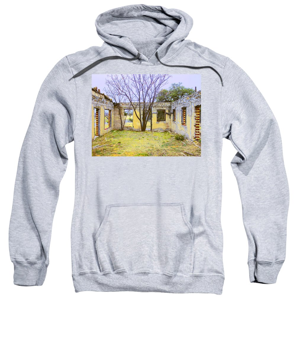 Old Motel Sweatshirt featuring the photograph Garden Apartment by Dominic Piperata