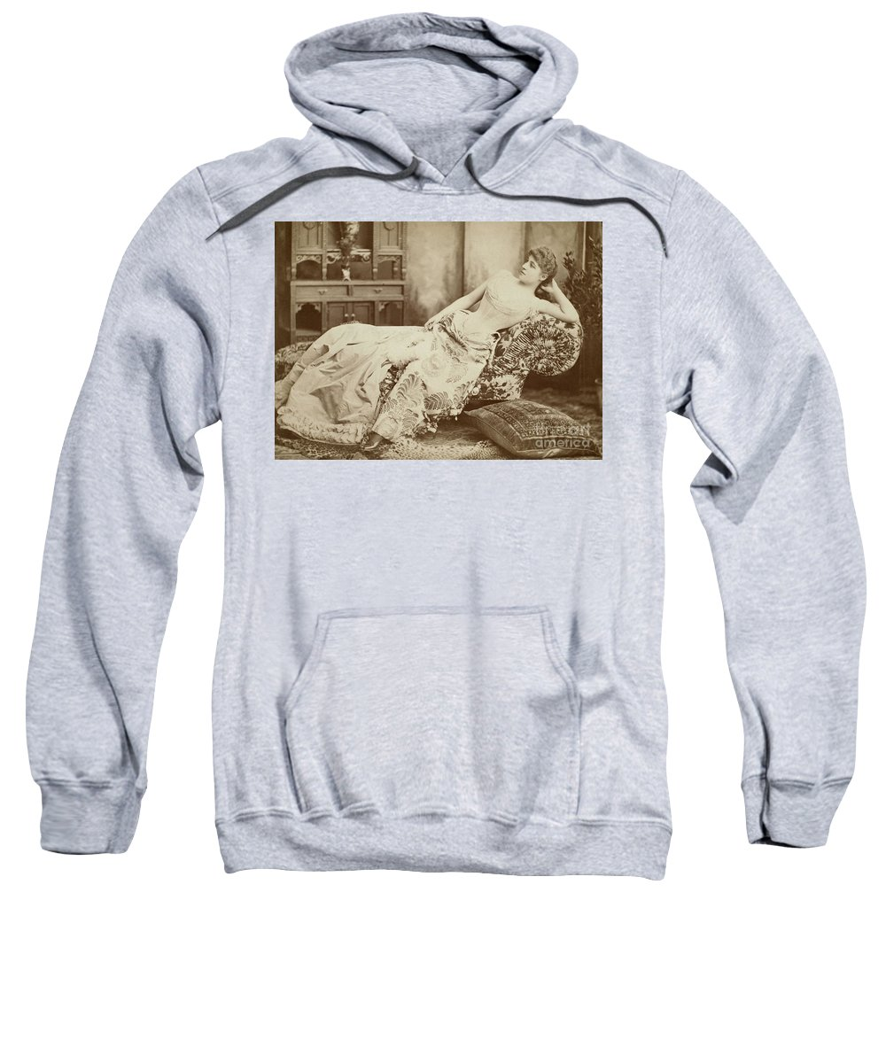 1885 Sweatshirt featuring the photograph Lillie Langtry (1852-1929) by Granger