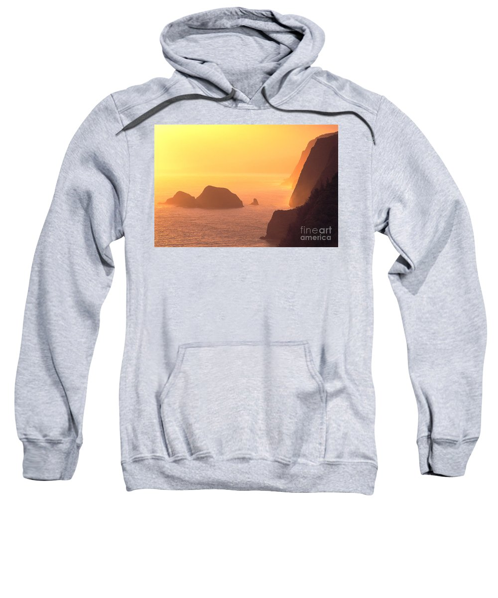 Big Sweatshirt featuring the photograph Pololu Valley Lookout by Greg Vaughn - Printscapes
