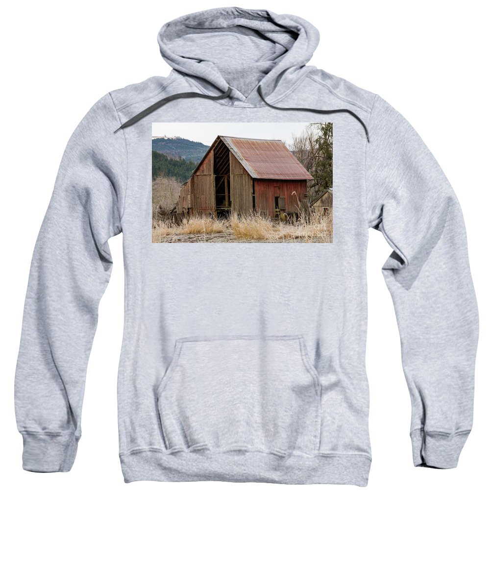 Barn Sweatshirt featuring the photograph Welcome Barn_mg_-9090 by Roger Patterson