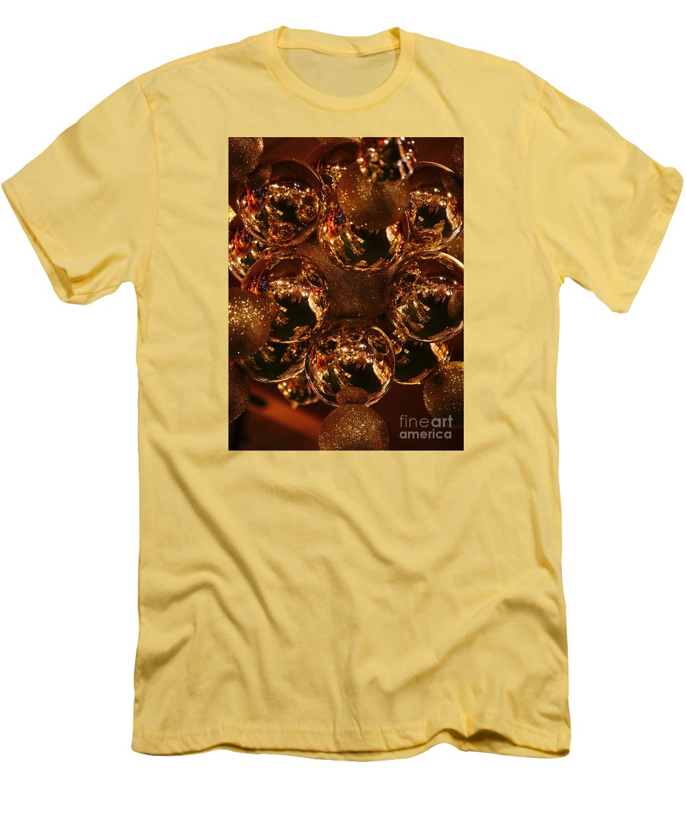 Christmas Men's T-Shirt (Athletic Fit) featuring the photograph The Christmas Gift by Linda Shafer