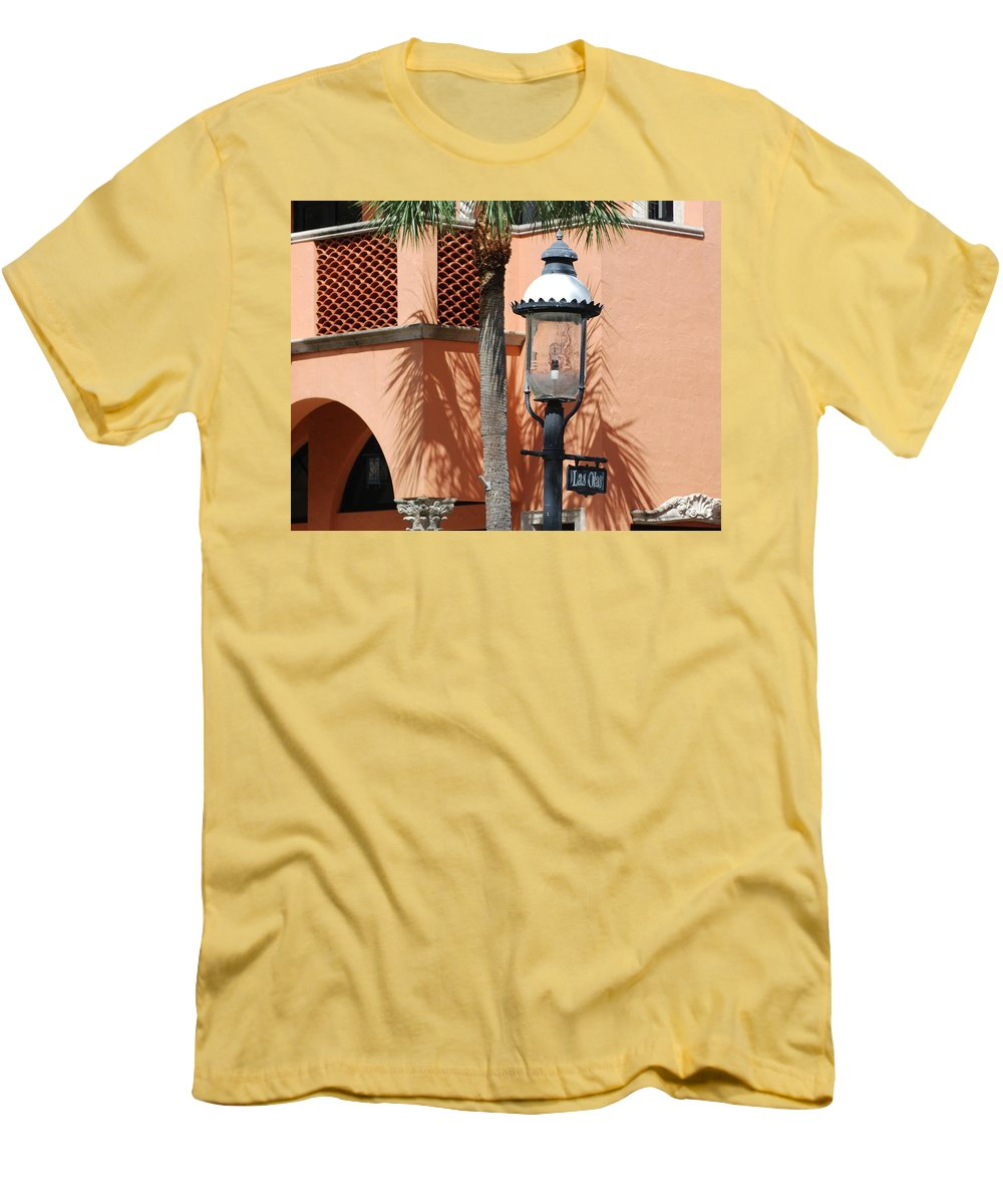 Lamp Posts Men's T-Shirt (Athletic Fit) featuring the photograph Las Olas by Rob Hans