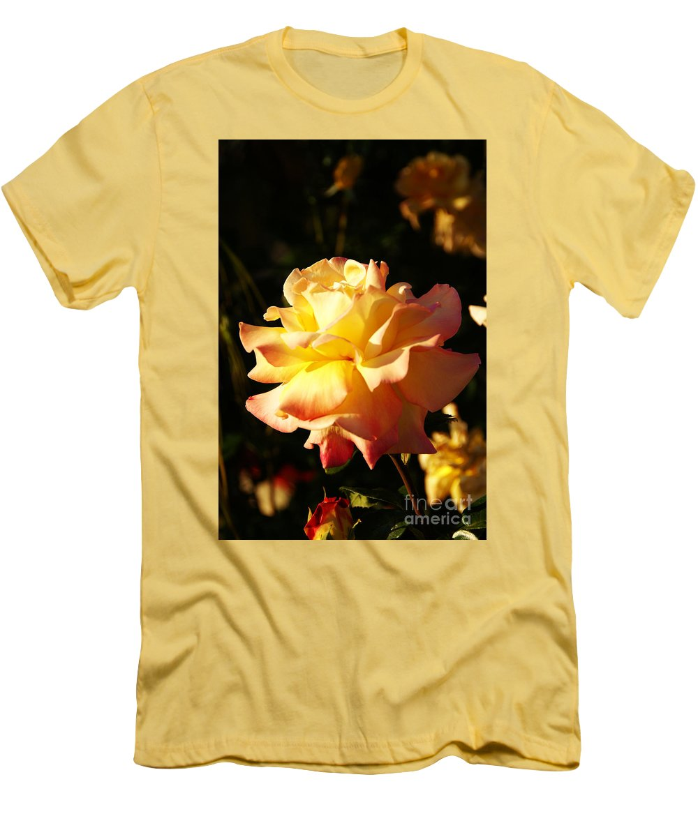 Rose Men's T-Shirt (Athletic Fit) featuring the photograph Together We Stand by Linda Shafer