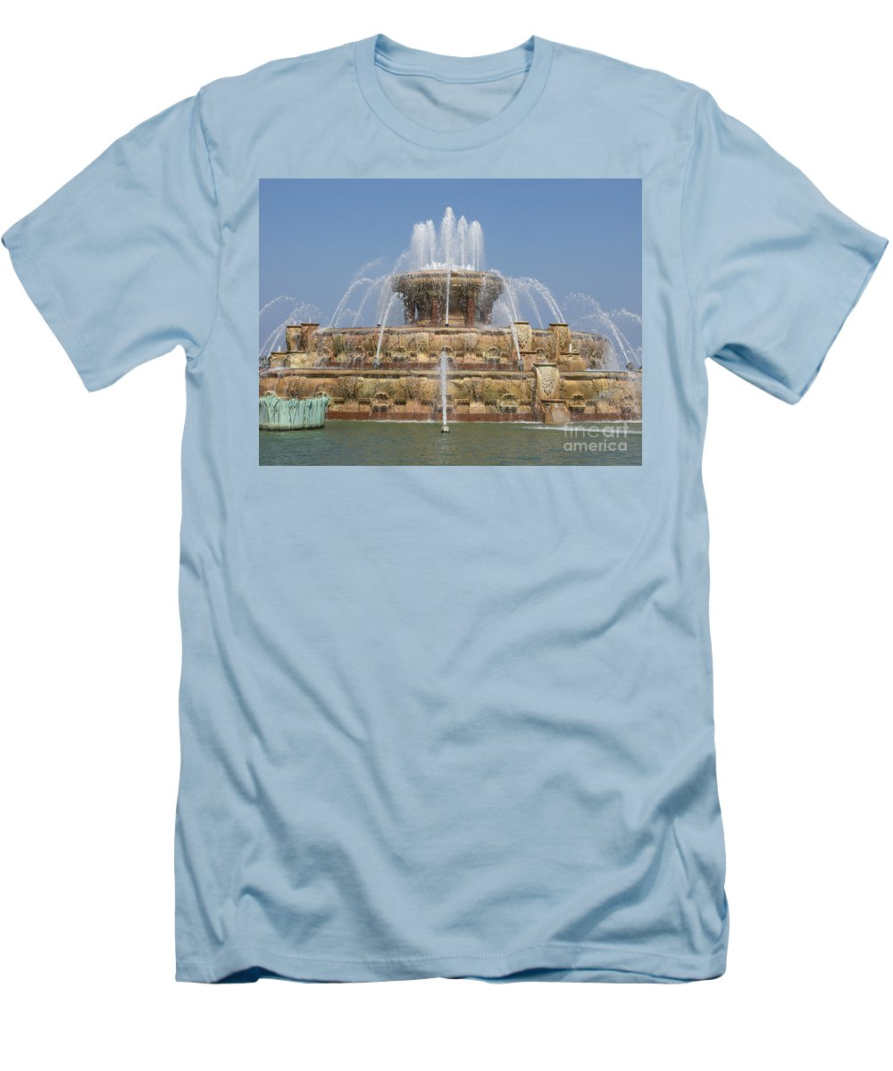 Chicago Men's T-Shirt (Athletic Fit) featuring the photograph Buckingham Fountain - Chicago by Ann Horn
