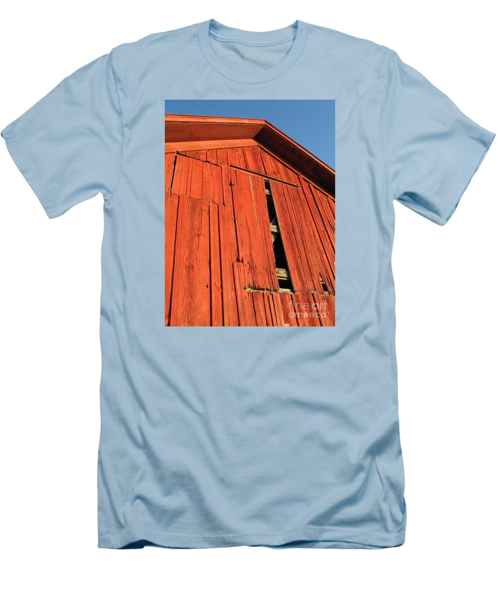 Barn Men's T-Shirt (Athletic Fit) featuring the photograph Vintage Barn Aglow by Ann Horn