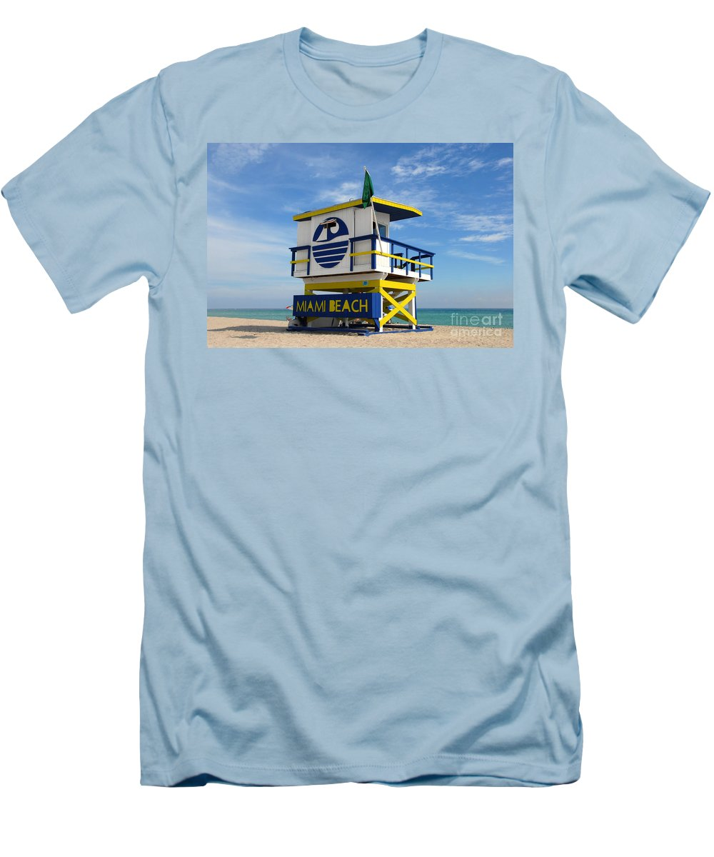 Miami Beach Men's T-Shirt (Athletic Fit) featuring the photograph Art Deco Lifeguard Stand by David Lee Thompson