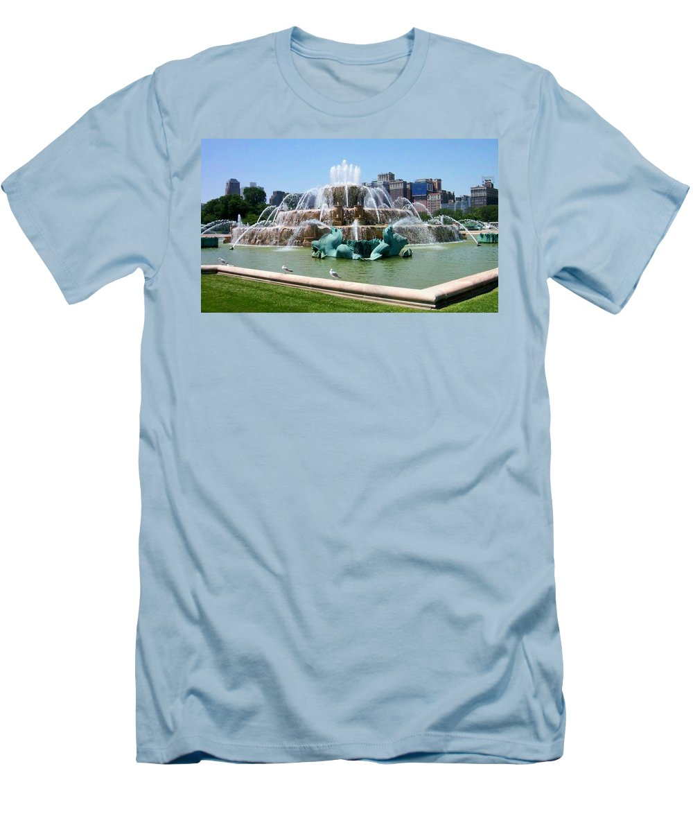 Chicago Men's T-Shirt (Athletic Fit) featuring the photograph Buckingham Fountain by Anita Burgermeister