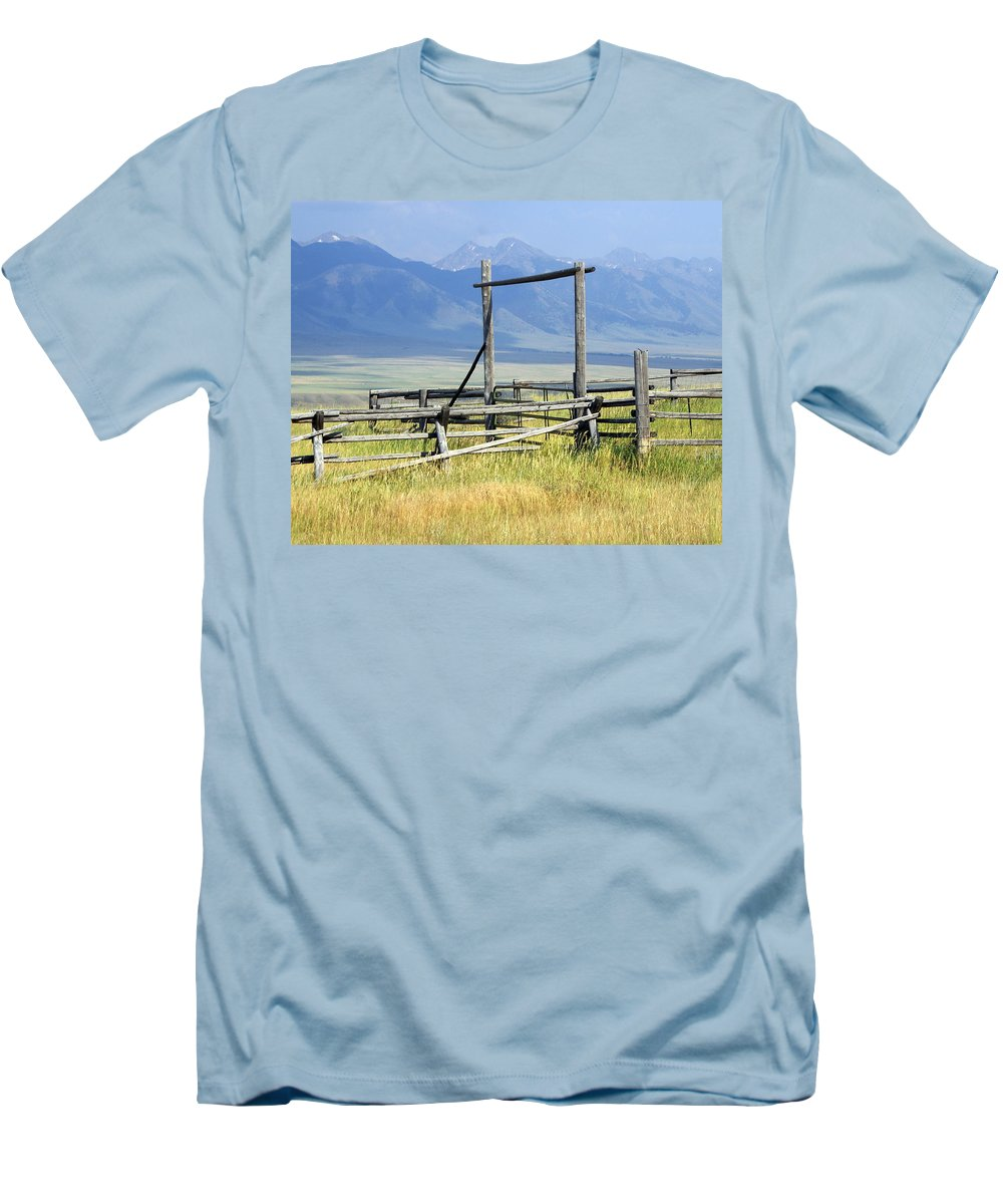 Mountains Men's T-Shirt (Athletic Fit) featuring the photograph Don't Fence Me In by Marty Koch