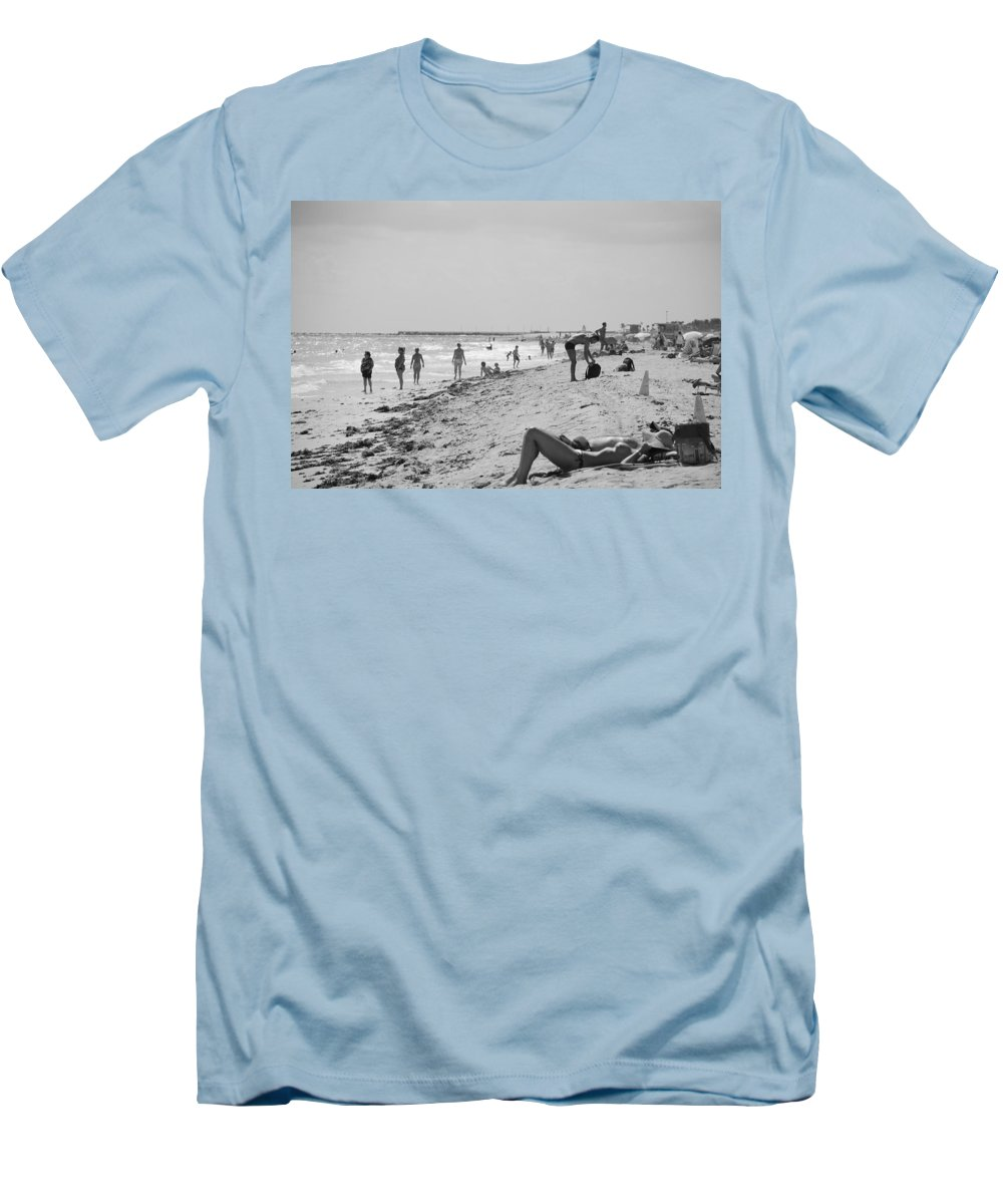 Black And White Men's T-Shirt (Athletic Fit) featuring the photograph Paradise Beach In Black And White by Rob Hans