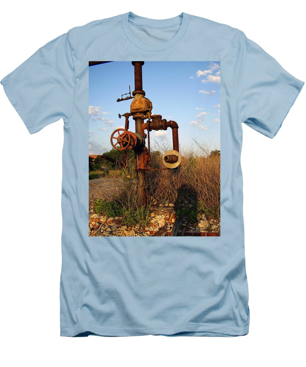 Pipes Men's T-Shirt (Athletic Fit) featuring the photograph Still Here by Flavia Westerwelle