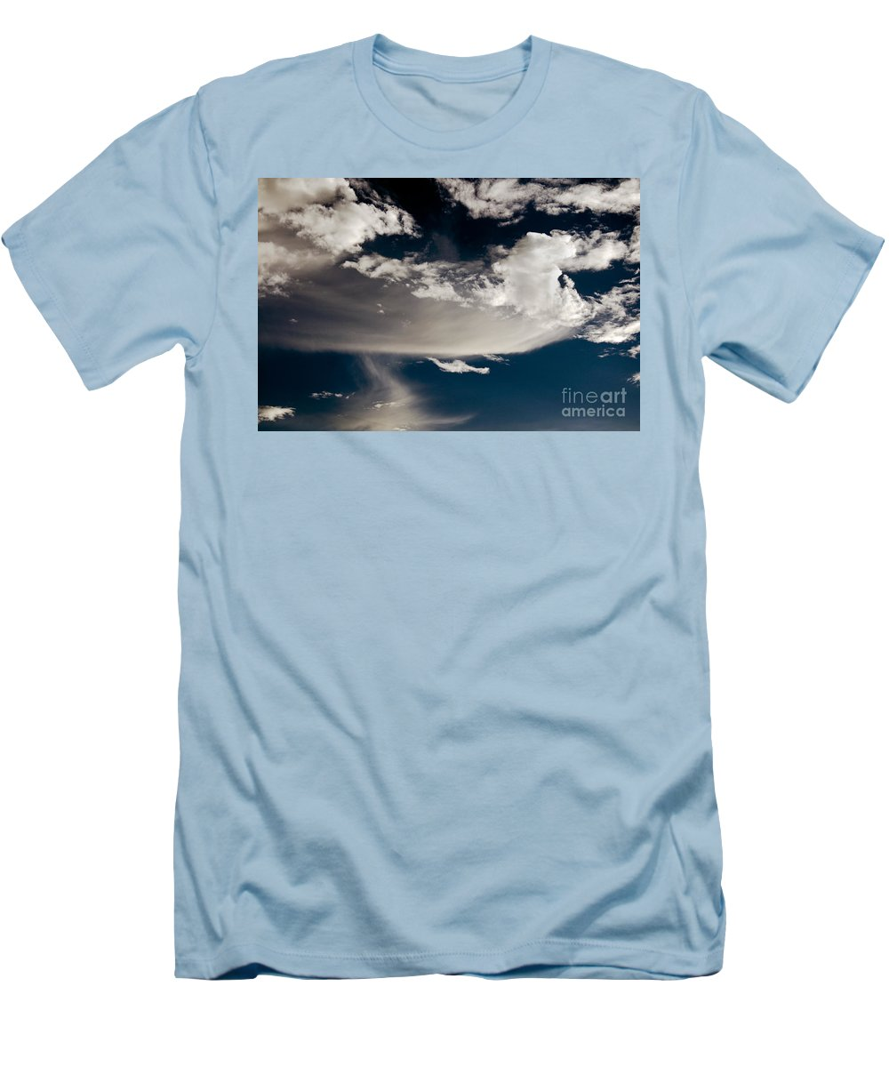 Clay Men's T-Shirt (Athletic Fit) featuring the photograph Streakin' Cloud by Clayton Bruster