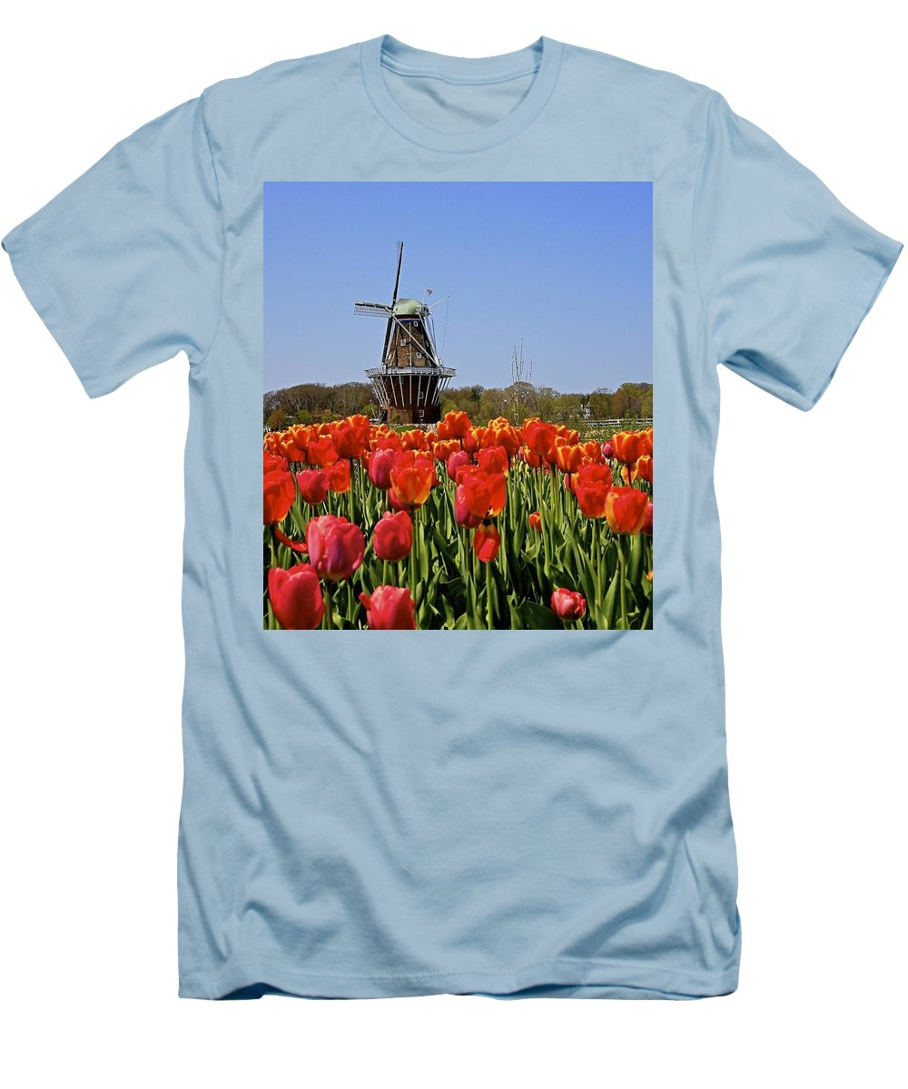 Tulips Men's T-Shirt (Athletic Fit) featuring the photograph Two Lips by Robert Pearson