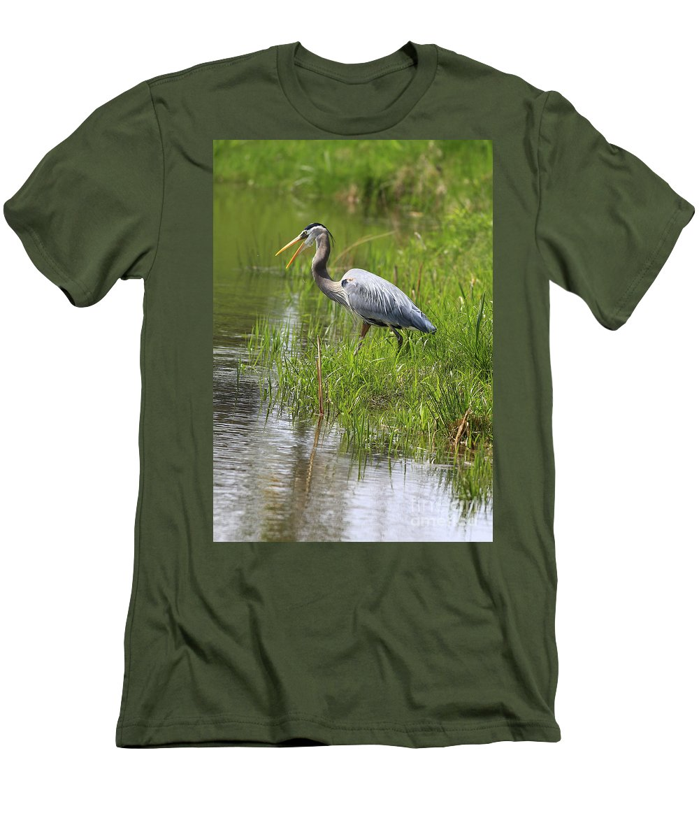 Bird Men's T-Shirt (Athletic Fit) featuring the photograph Ah That Tastes Good by Deborah Benoit