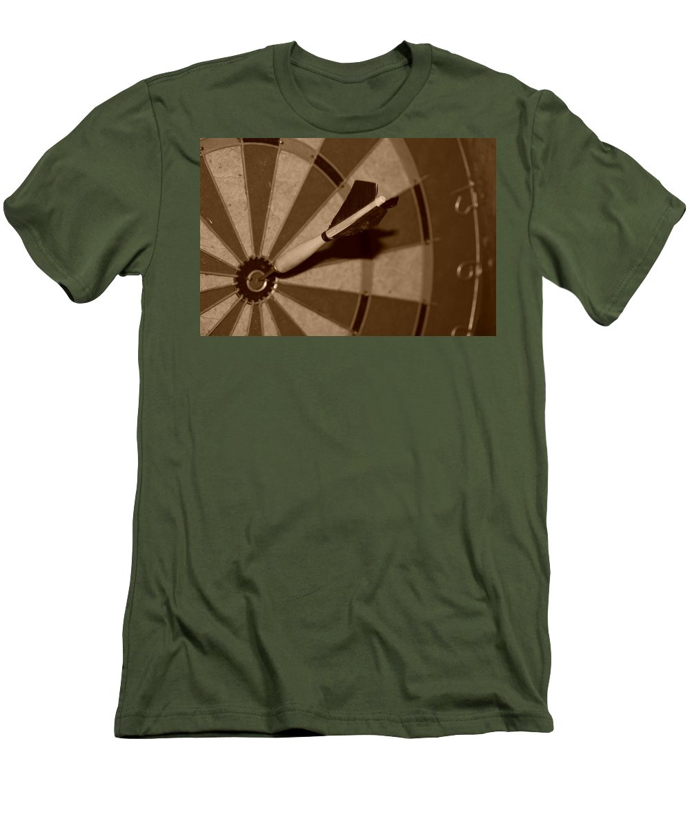 Macro Men's T-Shirt (Athletic Fit) featuring the photograph Bullseye Baby by Rob Hans