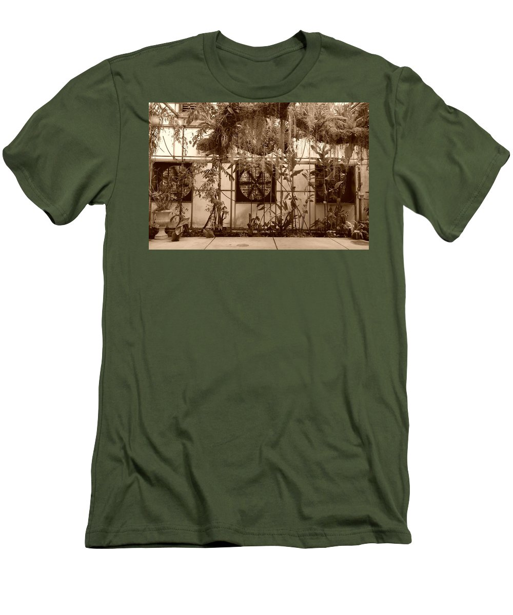 Vent Men's T-Shirt (Athletic Fit) featuring the photograph 3 Fans And Vines by Rob Hans
