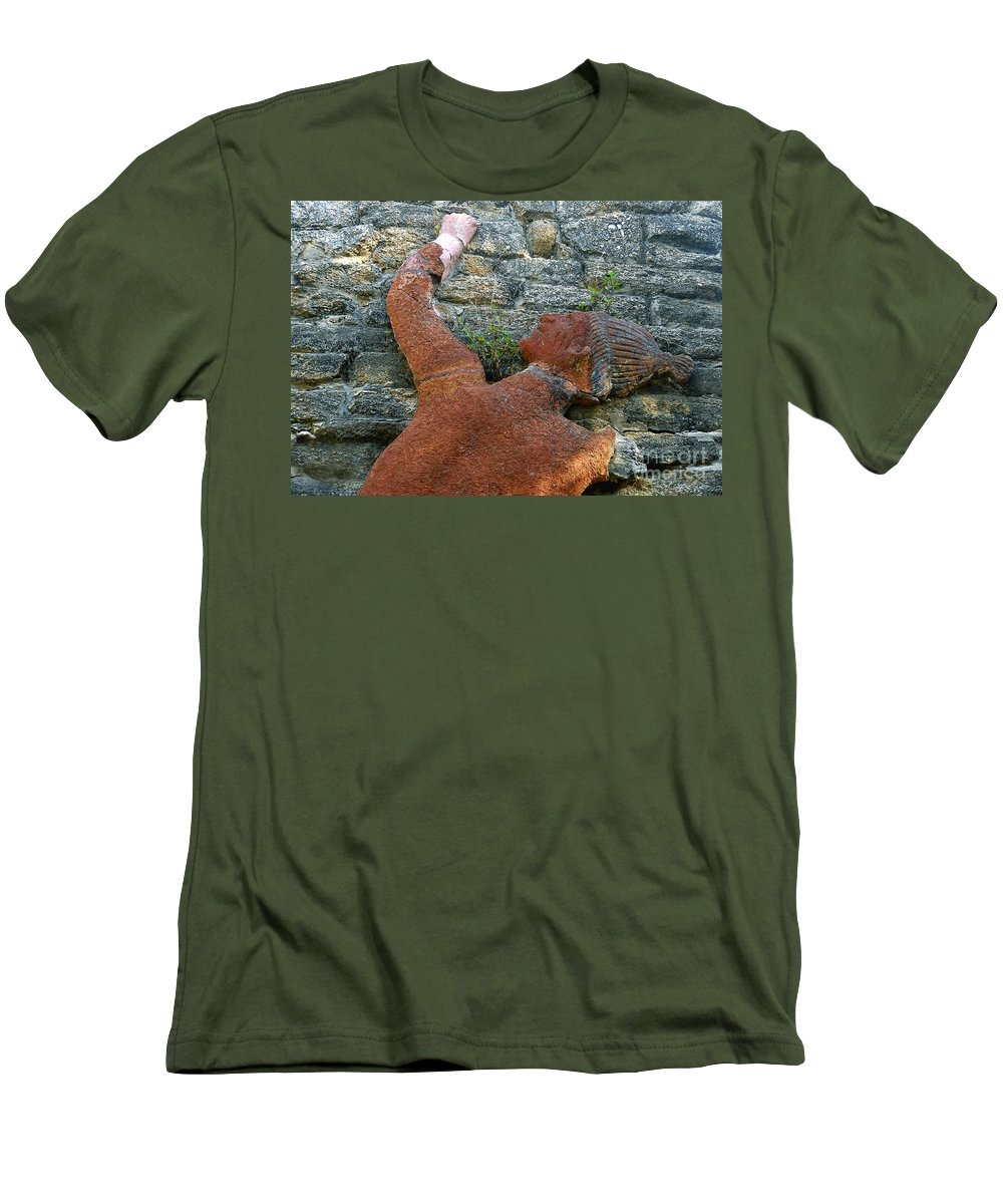 Tomoka State Park Men's T-Shirt (Athletic Fit) featuring the photograph Climbing To Tomoka by David Lee Thompson