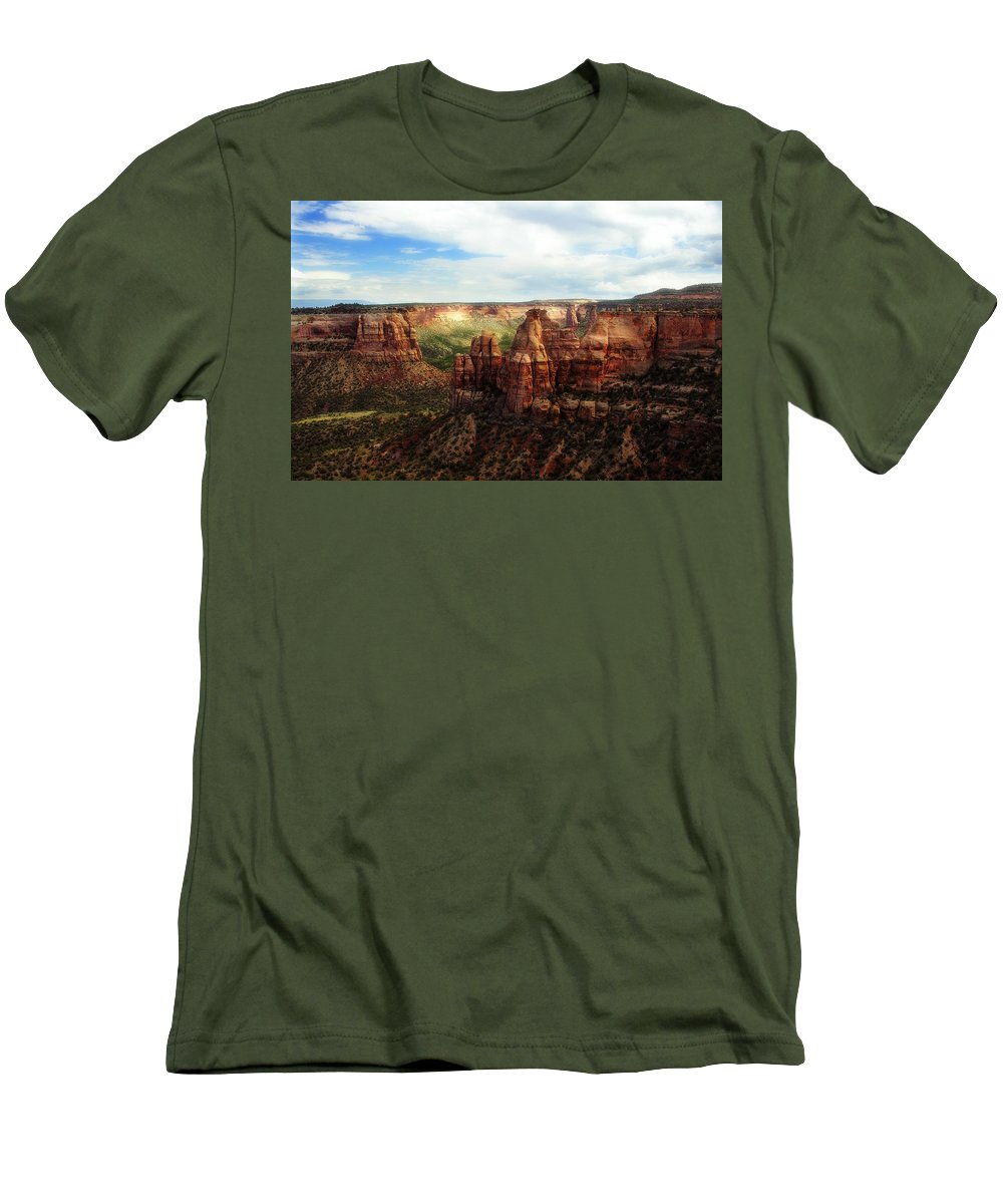 Americana Men's T-Shirt (Athletic Fit) featuring the photograph Colorado National Monument by Marilyn Hunt