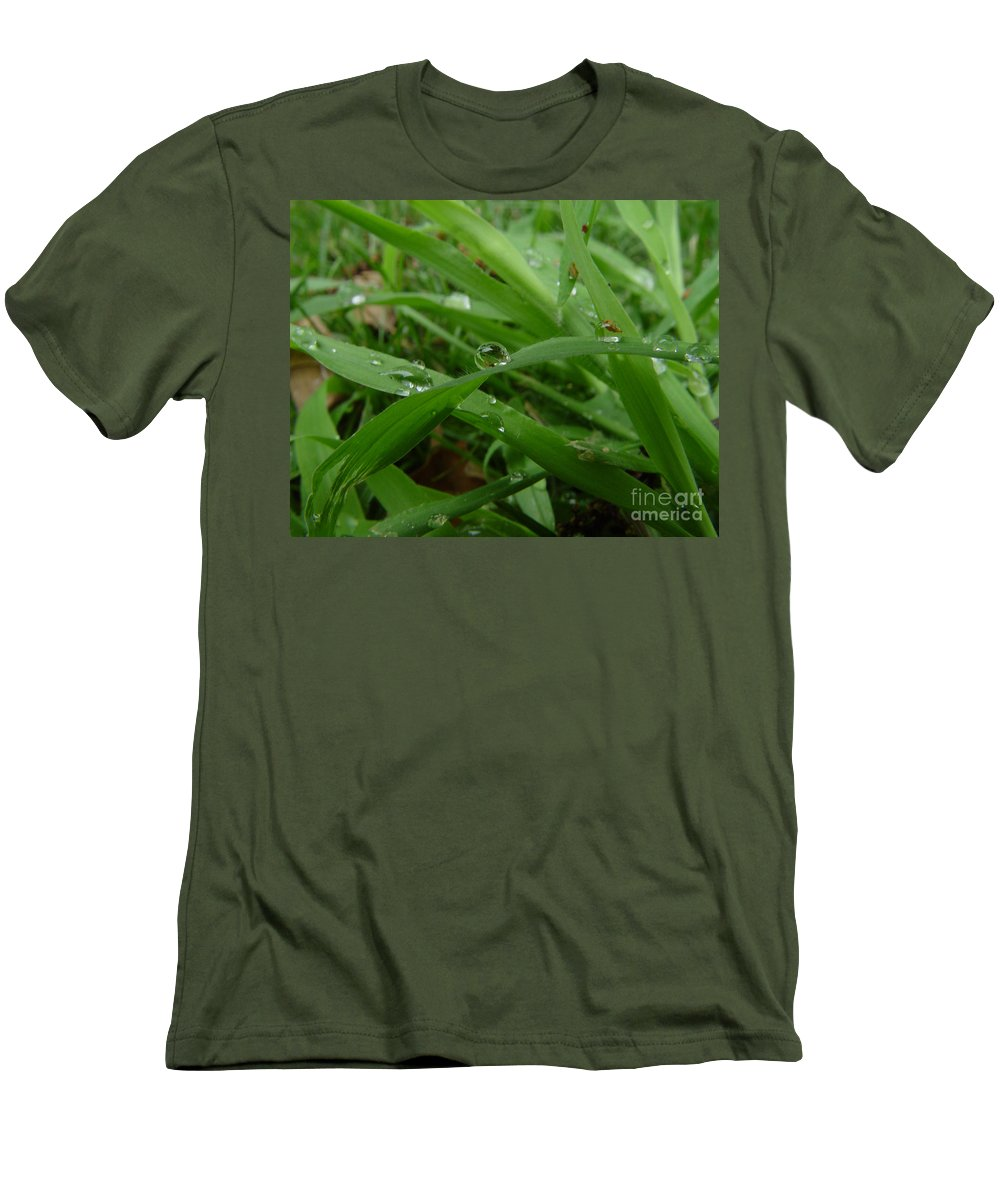 Water Droplet Men's T-Shirt (Athletic Fit) featuring the photograph Droplets 01 by Peter Piatt