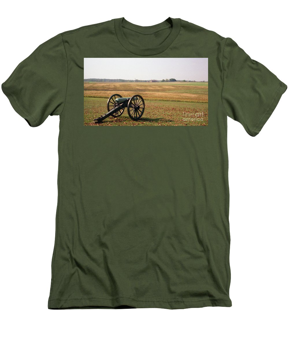 Civil War Men's T-Shirt (Athletic Fit) featuring the photograph Fields Of Death by Richard Rizzo