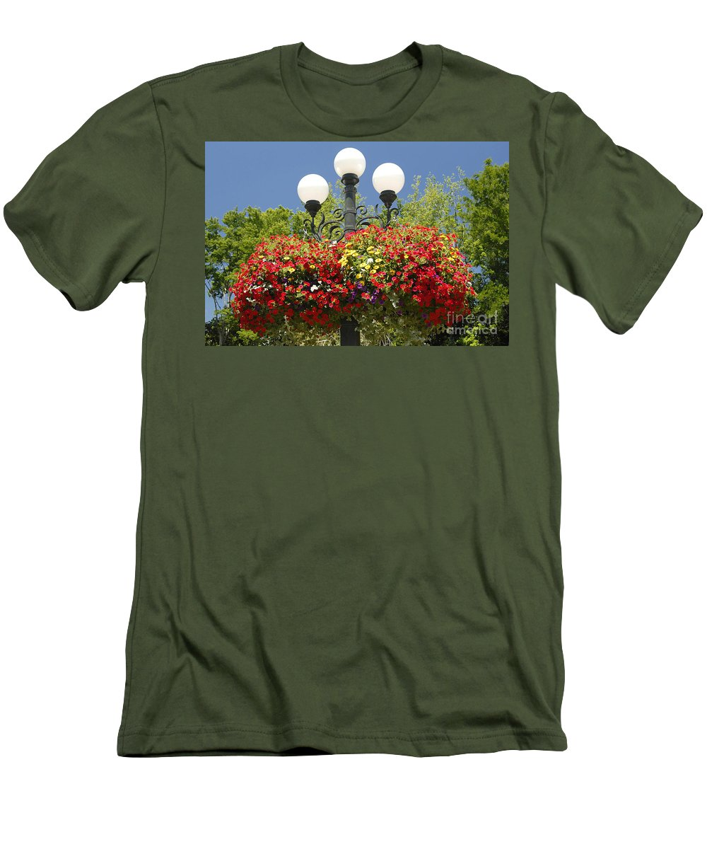 Flowers Men's T-Shirt (Athletic Fit) featuring the photograph Flowered Lamppost by David Lee Thompson