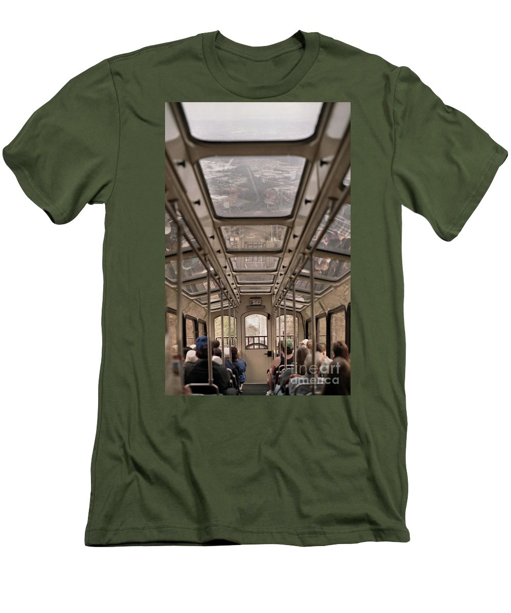 Cable Car Men's T-Shirt (Athletic Fit) featuring the photograph Going Down by Richard Rizzo