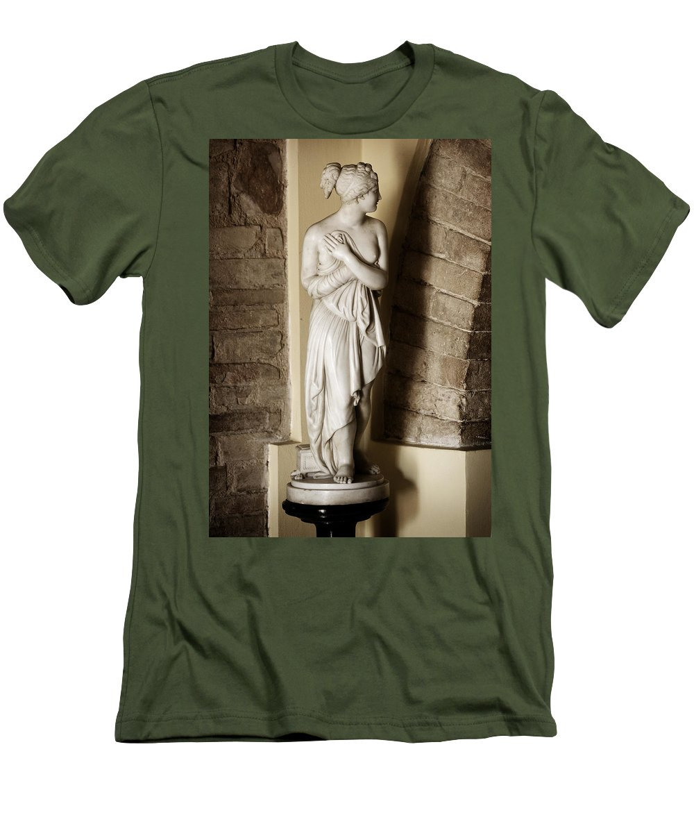 Statue Men's T-Shirt (Athletic Fit) featuring the photograph Peering Woman by Marilyn Hunt