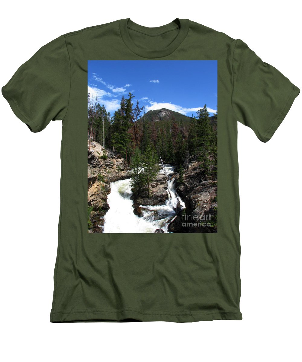 Colorado Men's T-Shirt (Athletic Fit) featuring the photograph Roar by Amanda Barcon