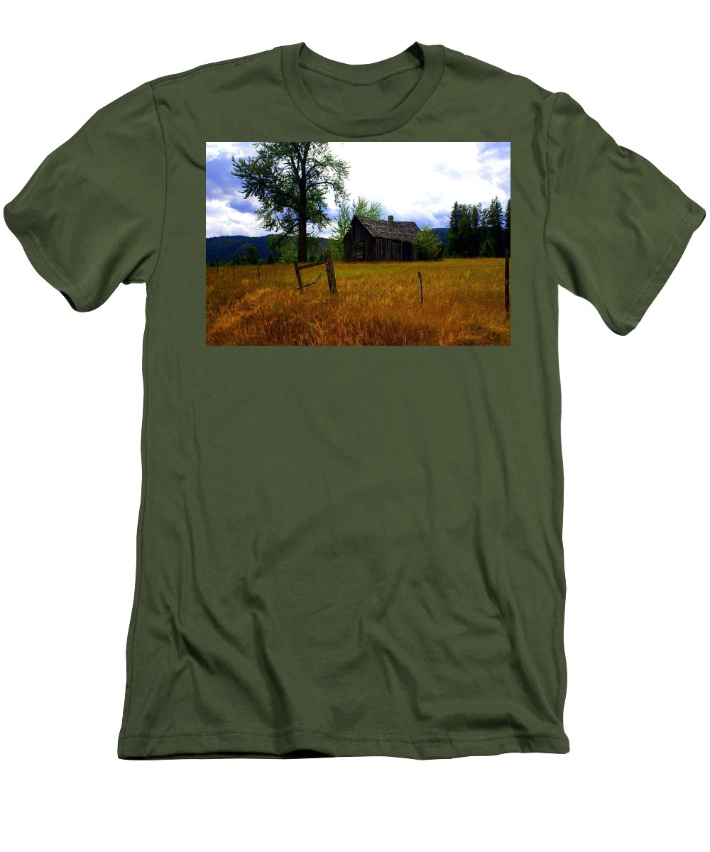 Landscape Men's T-Shirt (Athletic Fit) featuring the photograph Washington Homestead by Marty Koch
