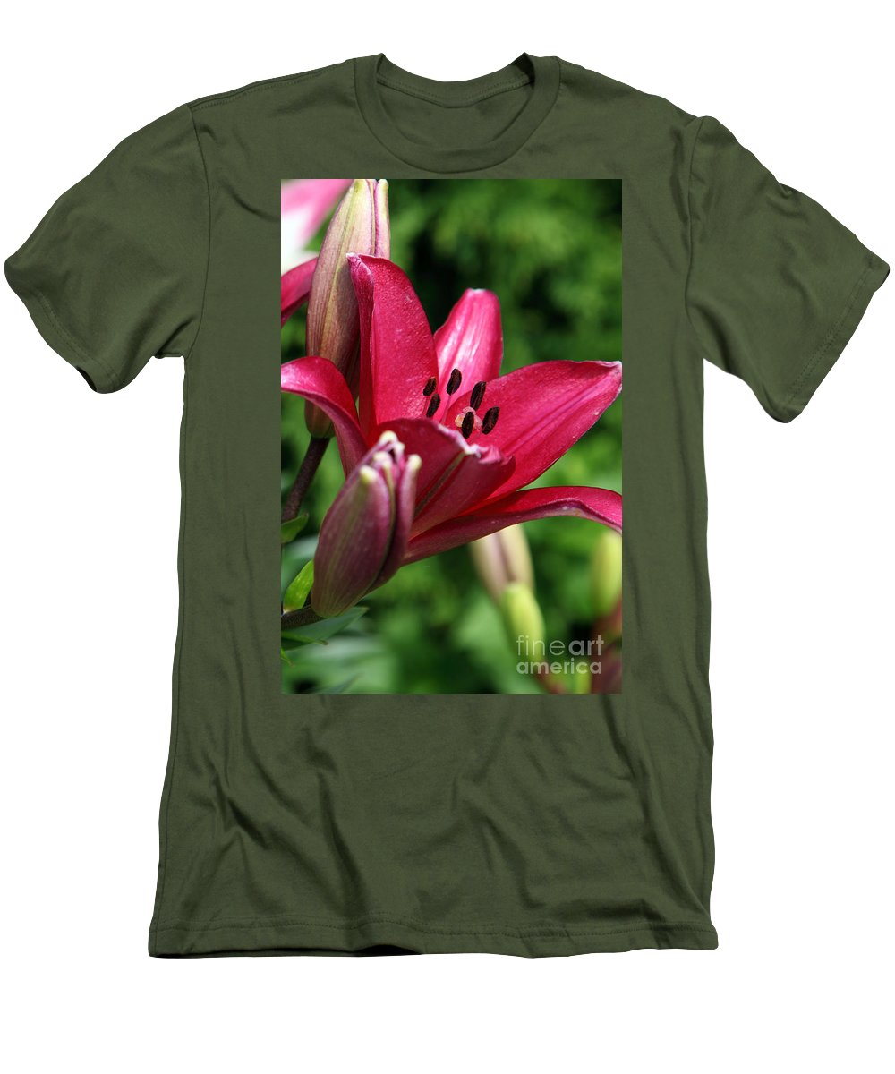 Lilly Men's T-Shirt (Athletic Fit) featuring the photograph Welcoming by Amanda Barcon