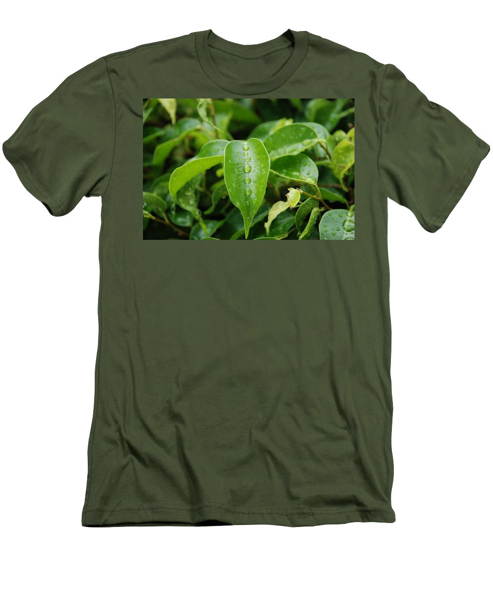 Macro Men's T-Shirt (Athletic Fit) featuring the photograph Wet Bushes by Rob Hans
