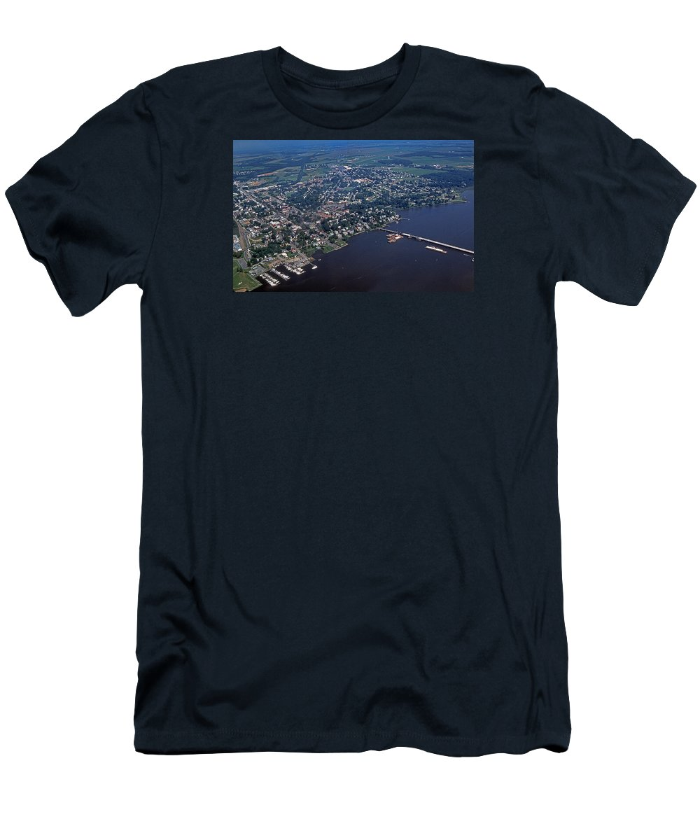Scenic Tours Men's T-Shirt (Athletic Fit) featuring the photograph Chestertown Maryland 1 by Skip Willits
