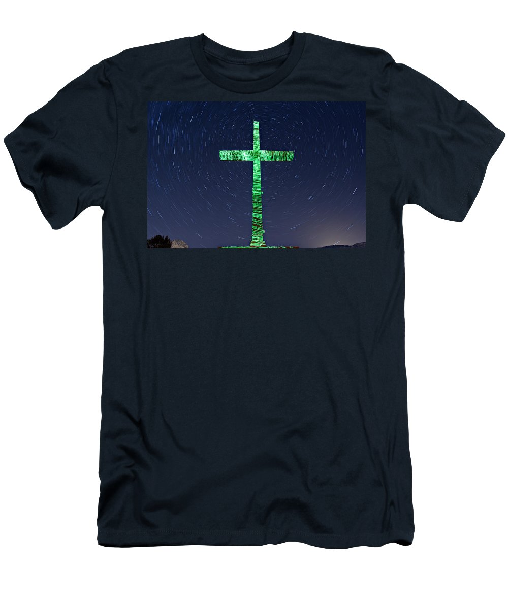 Shrine Men's T-Shirt (Athletic Fit) featuring the photograph Shrine Of The Red Rocks by Paul Fell