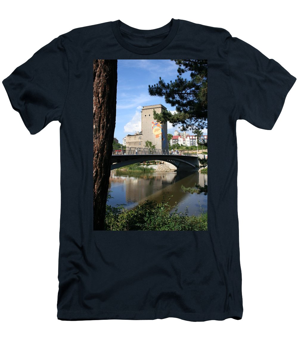 Bunker Men's T-Shirt (Athletic Fit) featuring the photograph Across The River by Christiane Schulze Art And Photography