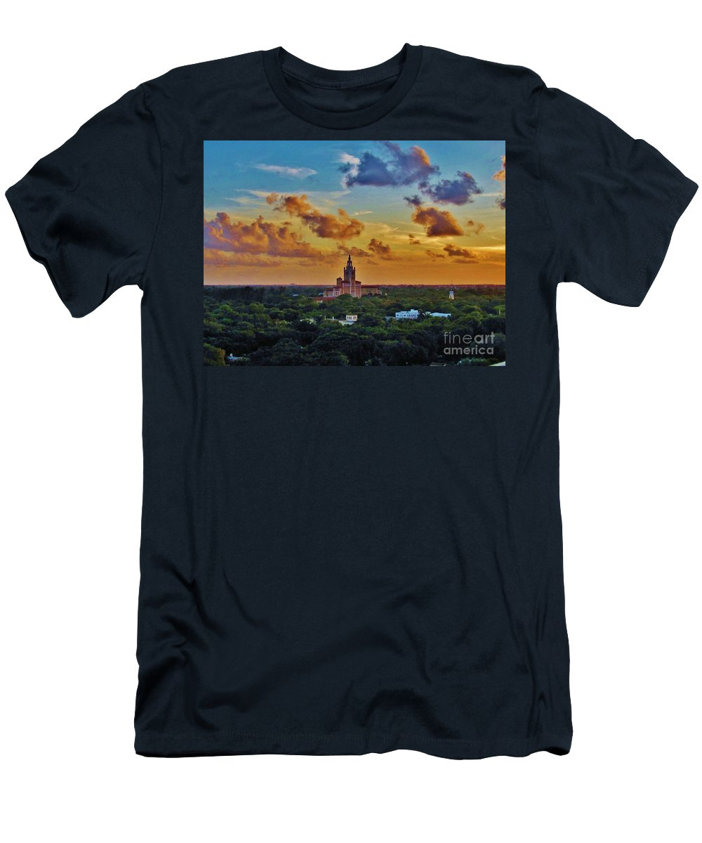 Kerisart Men's T-Shirt (Athletic Fit) featuring the photograph Biltmore Baby by Keri West