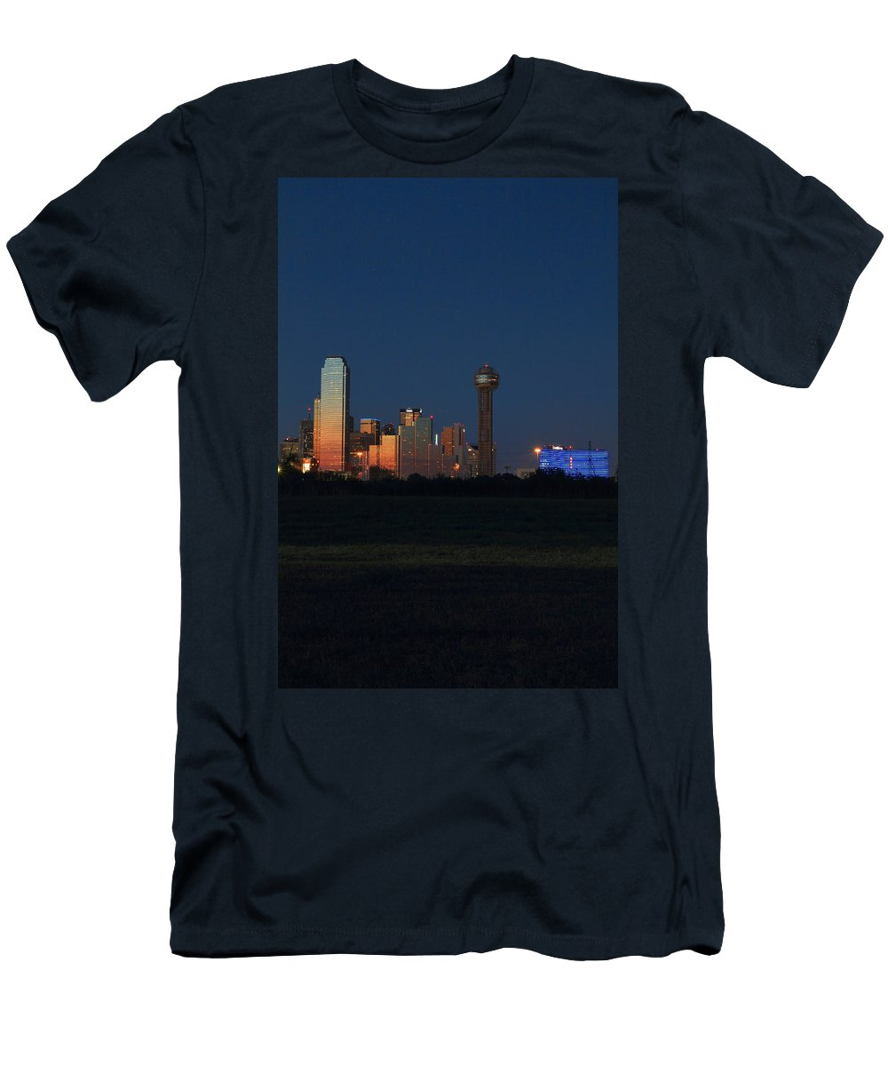Dallas Texas Men's T-Shirt (Athletic Fit) featuring the photograph Dallas Sunset by Jonathan Davison