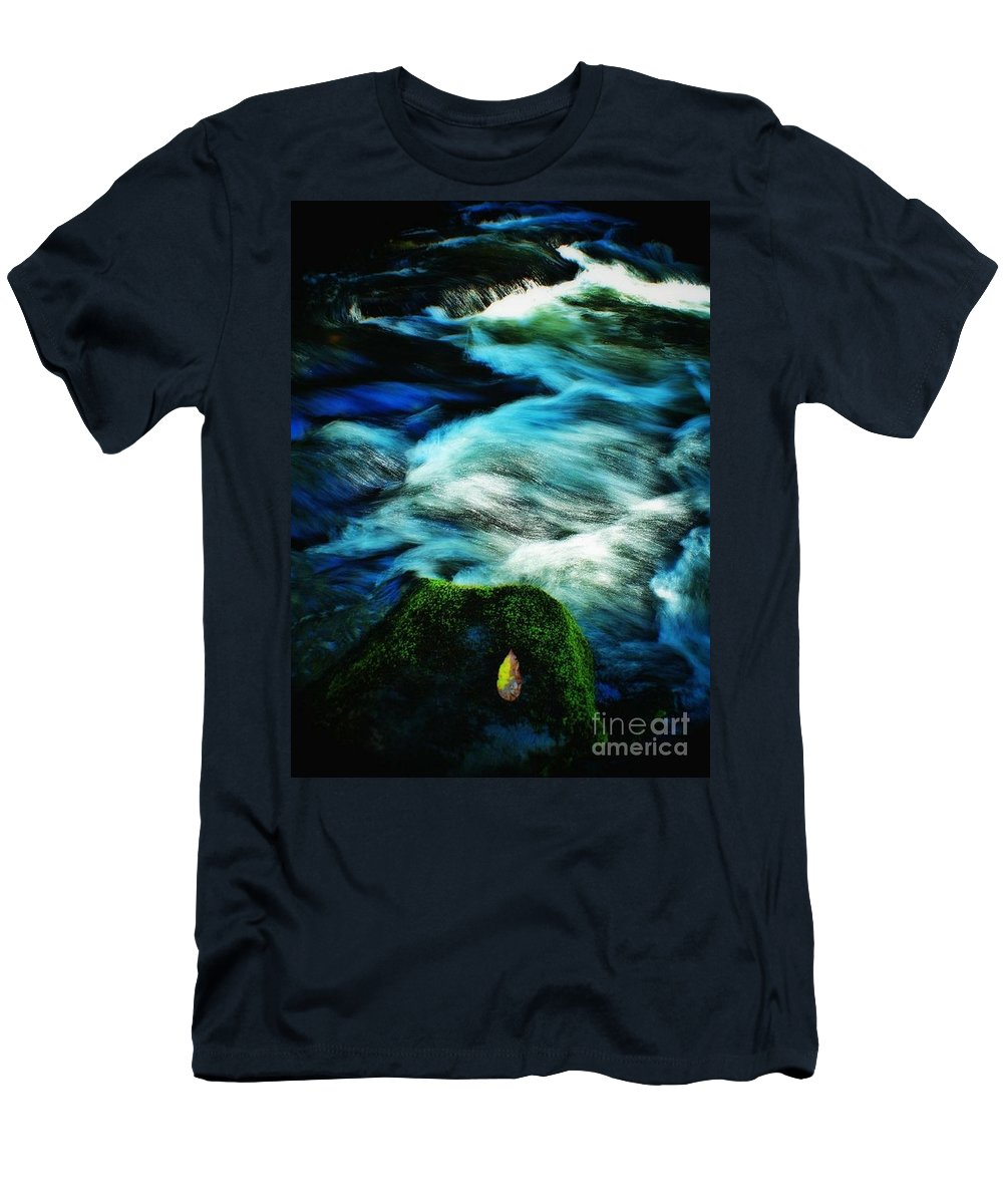 Waterscape Men's T-Shirt (Athletic Fit) featuring the photograph Off The Delaware 2 by Chet B Simpson
