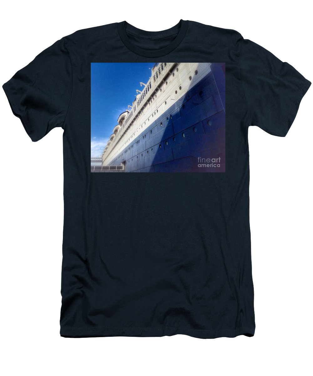 Queen's Blue Men's T-Shirt (Athletic Fit) featuring the photograph Queen's Blue by Susan Garren