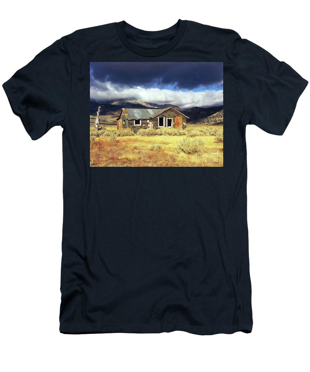 Shack Men's T-Shirt (Athletic Fit) featuring the photograph Shack On 395 by Jim And Emily Bush