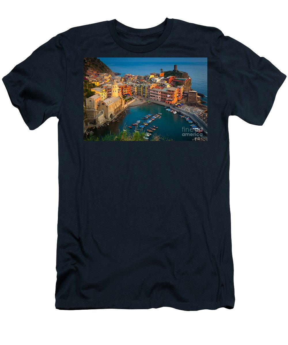 Cinque Terre Men's T-Shirt (Athletic Fit) featuring the photograph Vernazza Pomeriggio by Inge Johnsson