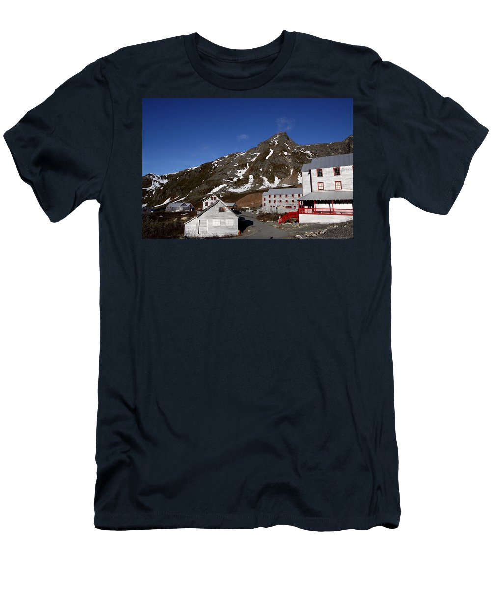 Doug Lloyd Men's T-Shirt (Athletic Fit) featuring the photograph Independence Mine by Doug Lloyd
