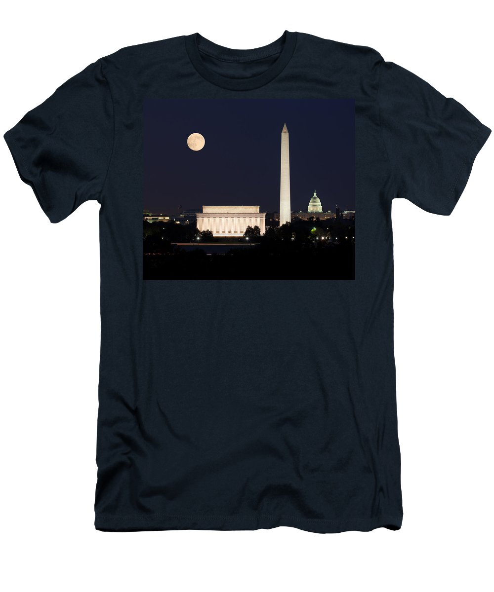 Moon Men's T-Shirt (Athletic Fit) featuring the photograph Moon Rising In Washington Dc by Steven Heap