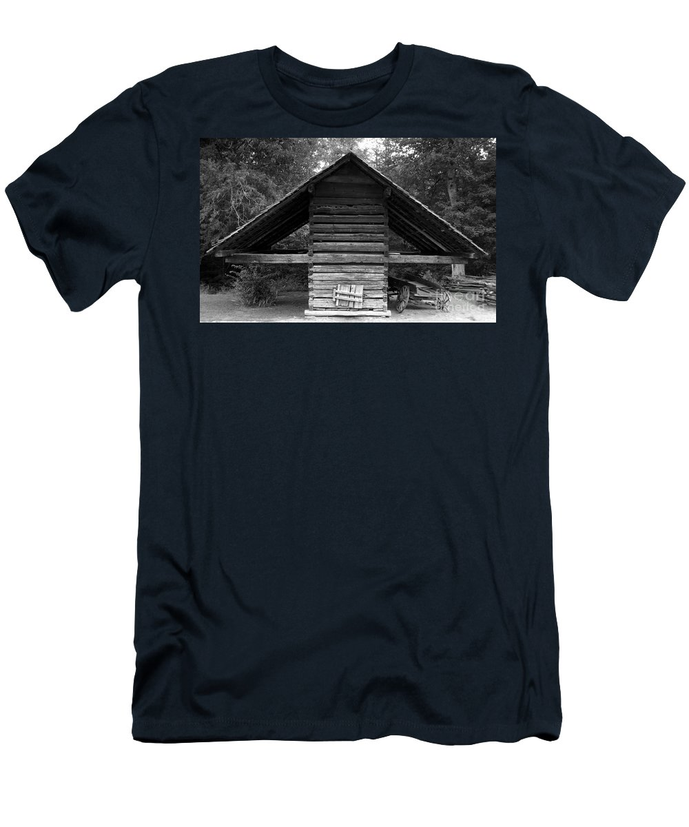 Barn Men's T-Shirt (Athletic Fit) featuring the photograph Barn And Wagon by David Lee Thompson