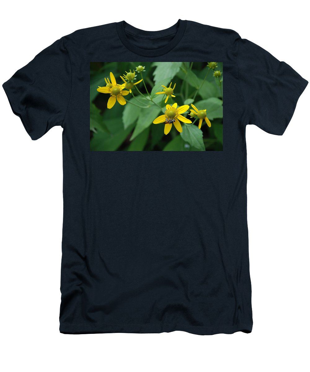 Macro Men's T-Shirt (Athletic Fit) featuring the photograph Bee On A Flower by Rob Hans