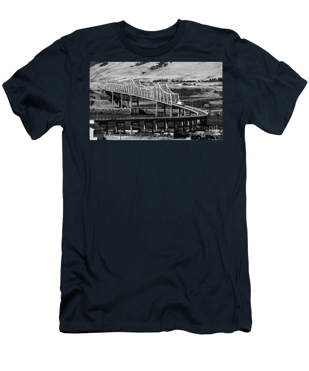 Columbia River Men's T-Shirt (Athletic Fit) featuring the photograph Columbia River Crossing by David Lee Thompson