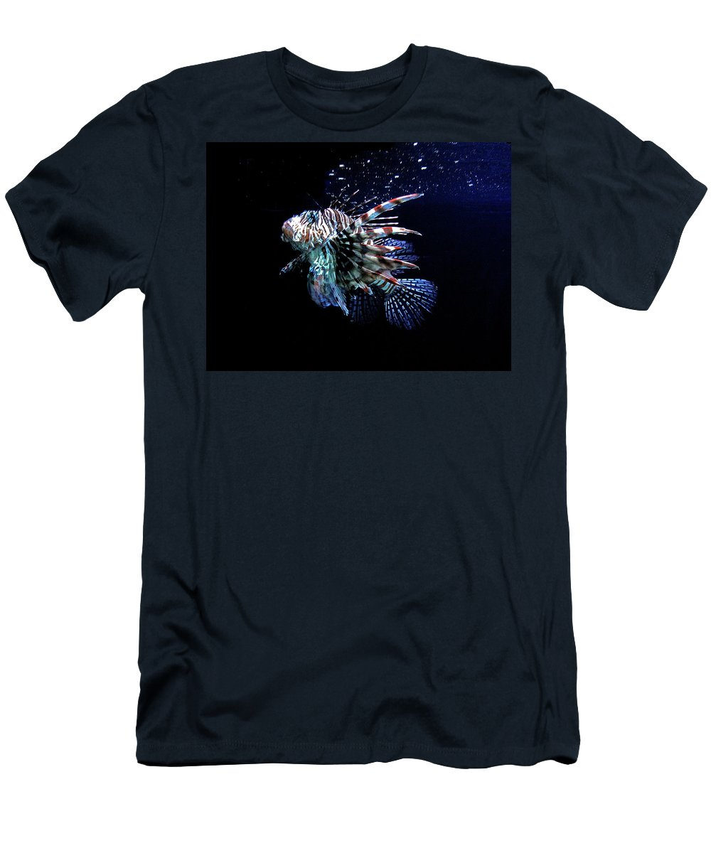 Underwater Men's T-Shirt (Athletic Fit) featuring the photograph Just Chillin' by Susan Burger