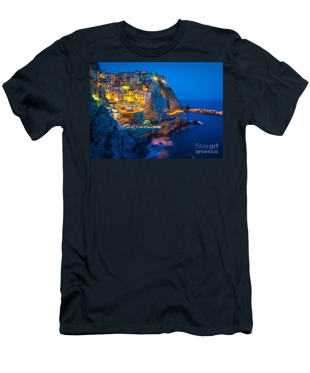 Cinque Terre Men's T-Shirt (Athletic Fit) featuring the photograph Manarola By Night by Inge Johnsson