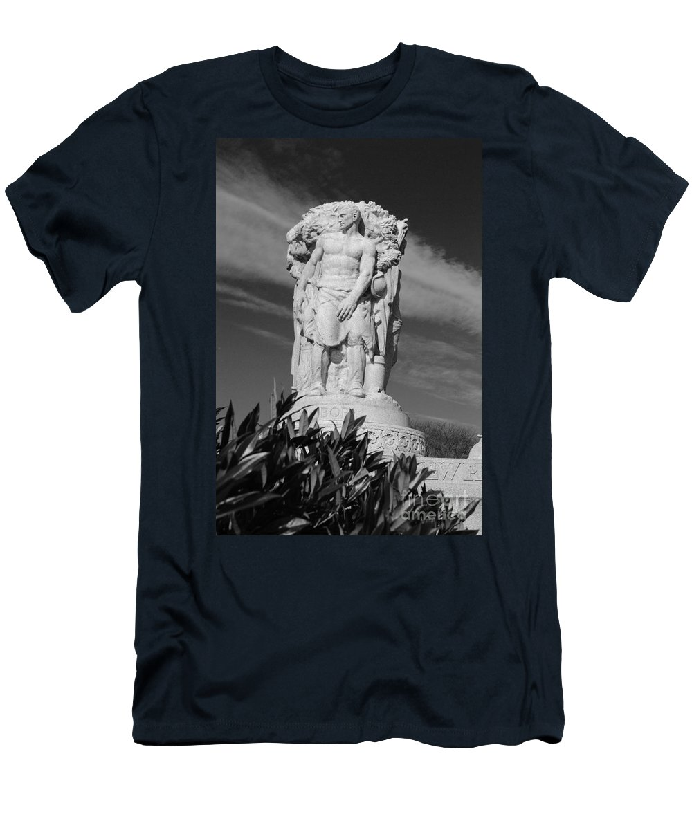 Washington Men's T-Shirt (Athletic Fit) featuring the photograph Monument Of Man by Jost Houk